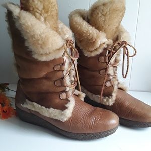 BORN SHEARLING FUR LINING LACE UP BOOTS SZ 11